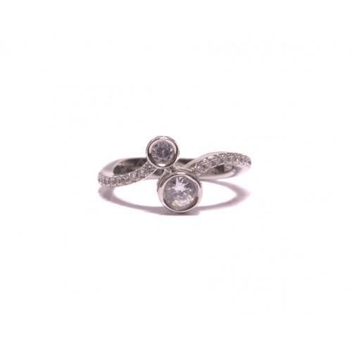 Stříbrný prsten se dvěma většími zirkony AG0161
